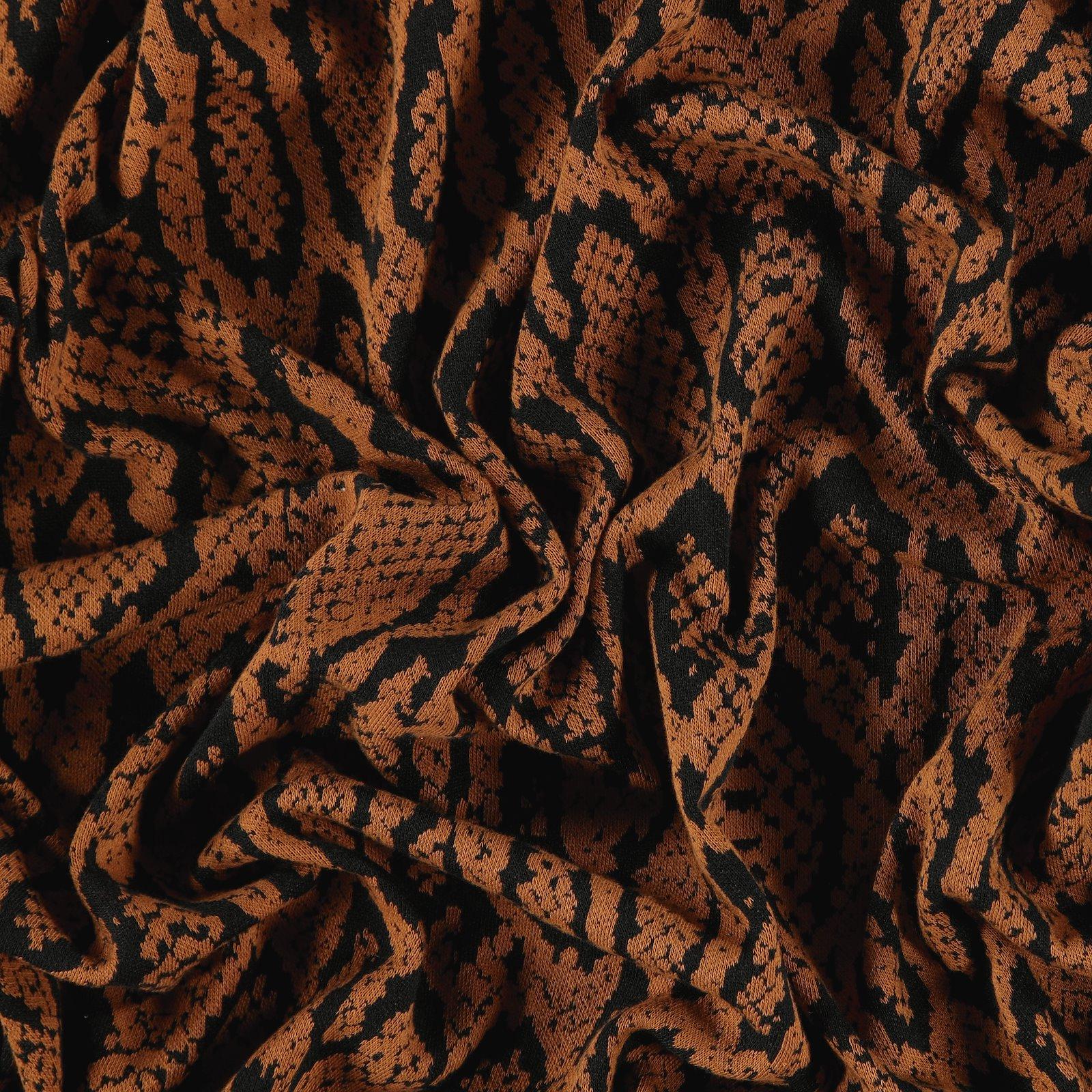 Knit jacquard caramel w snake pattern