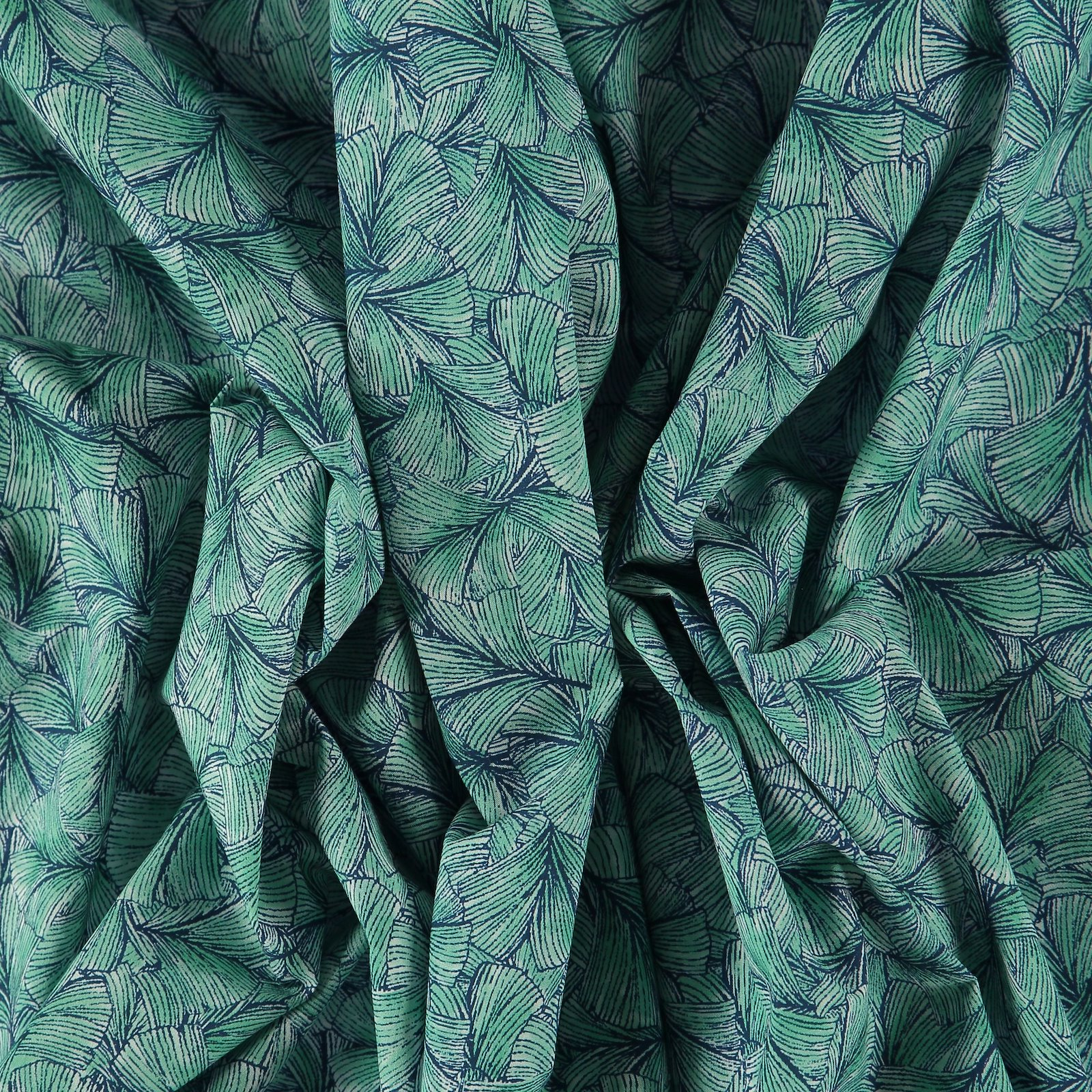Baumwollpopeline mit grünen Blättern