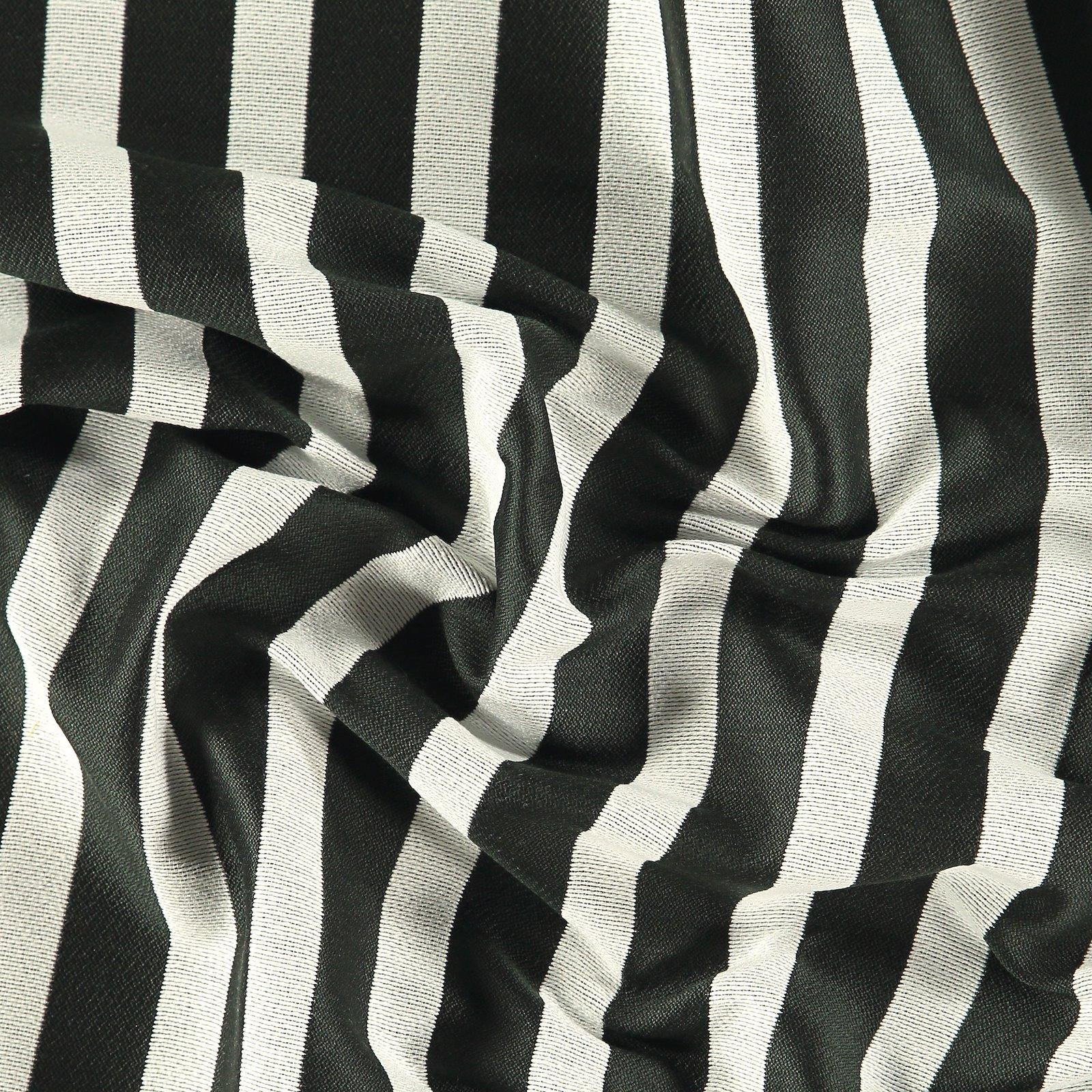 Jacquard yarn dyed black/white stripe