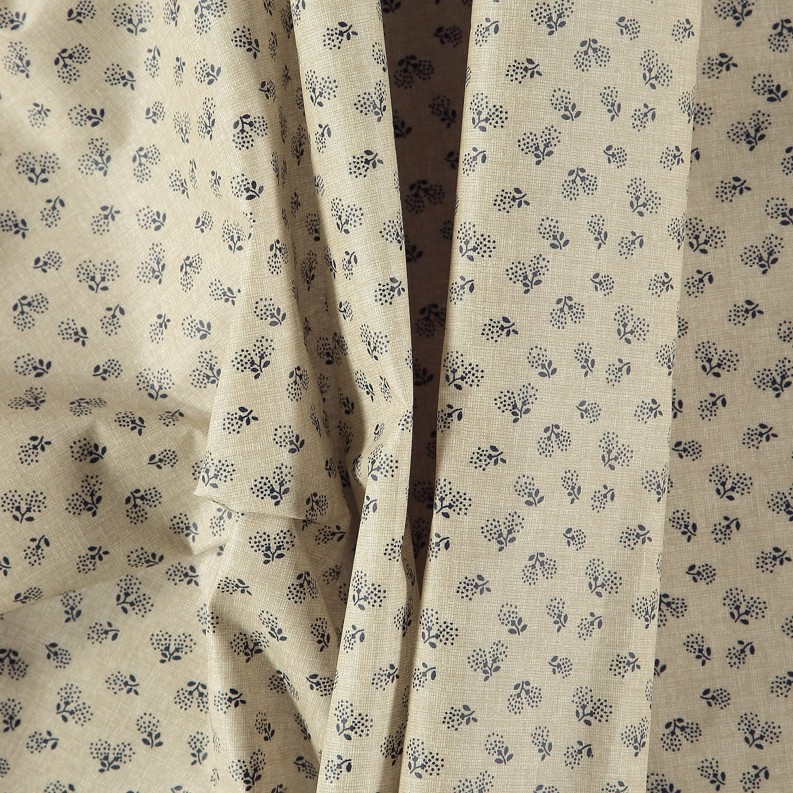 Woven oil cloth linen look with flowers