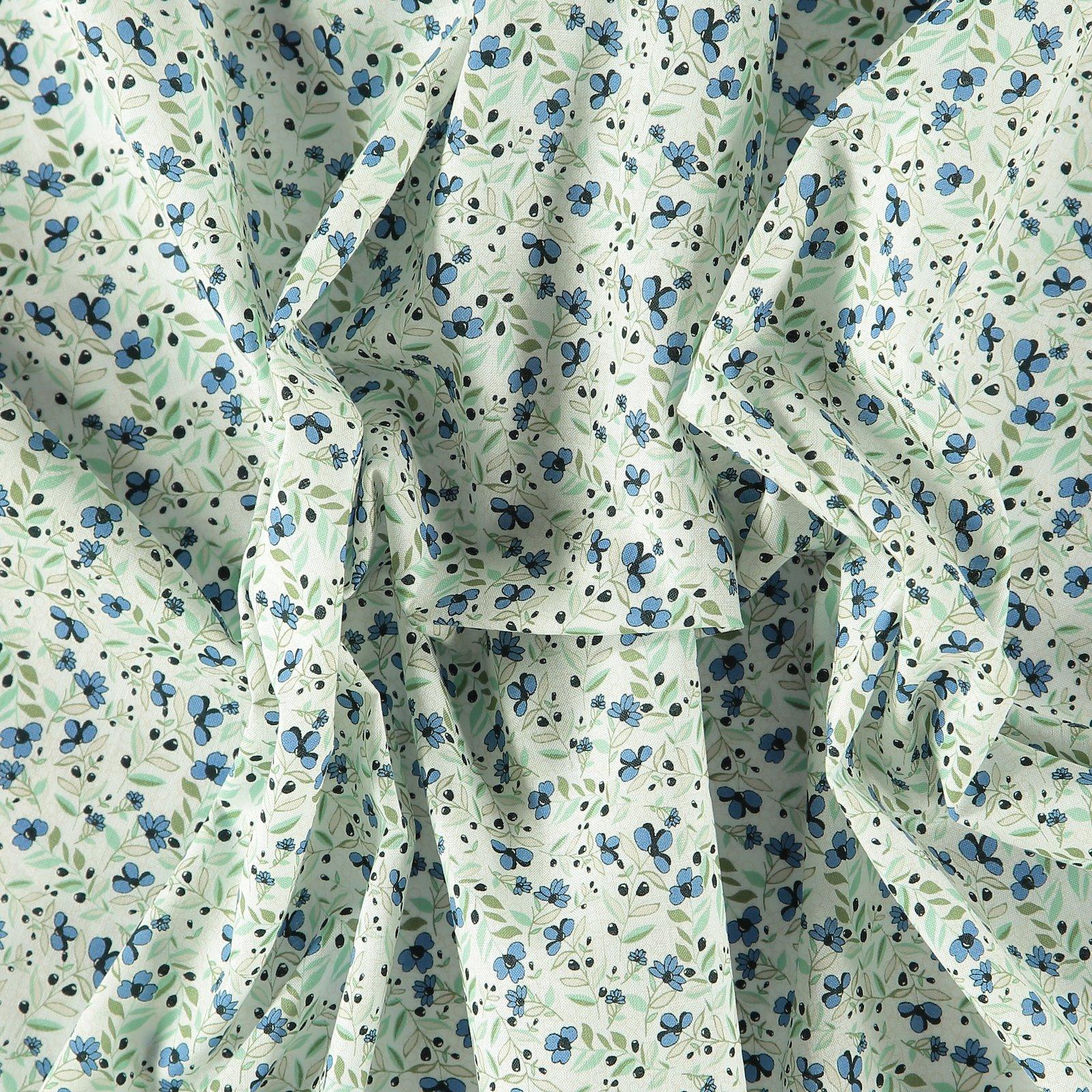 Patchwork 45x55cm beige w blue flowers