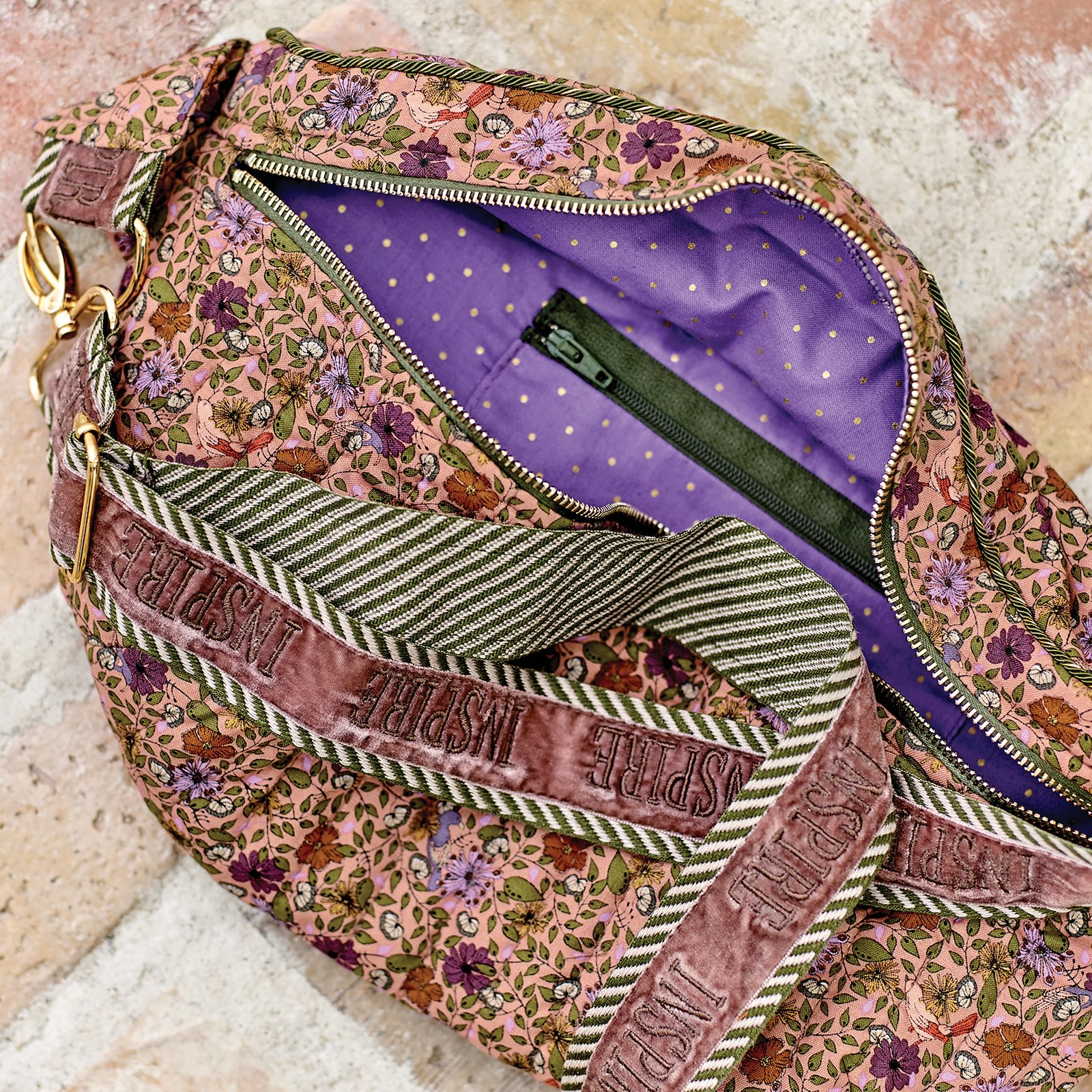 Cotton dark lavendel with gold dots p90330_852348_852352_21449_21457_71148_sskit