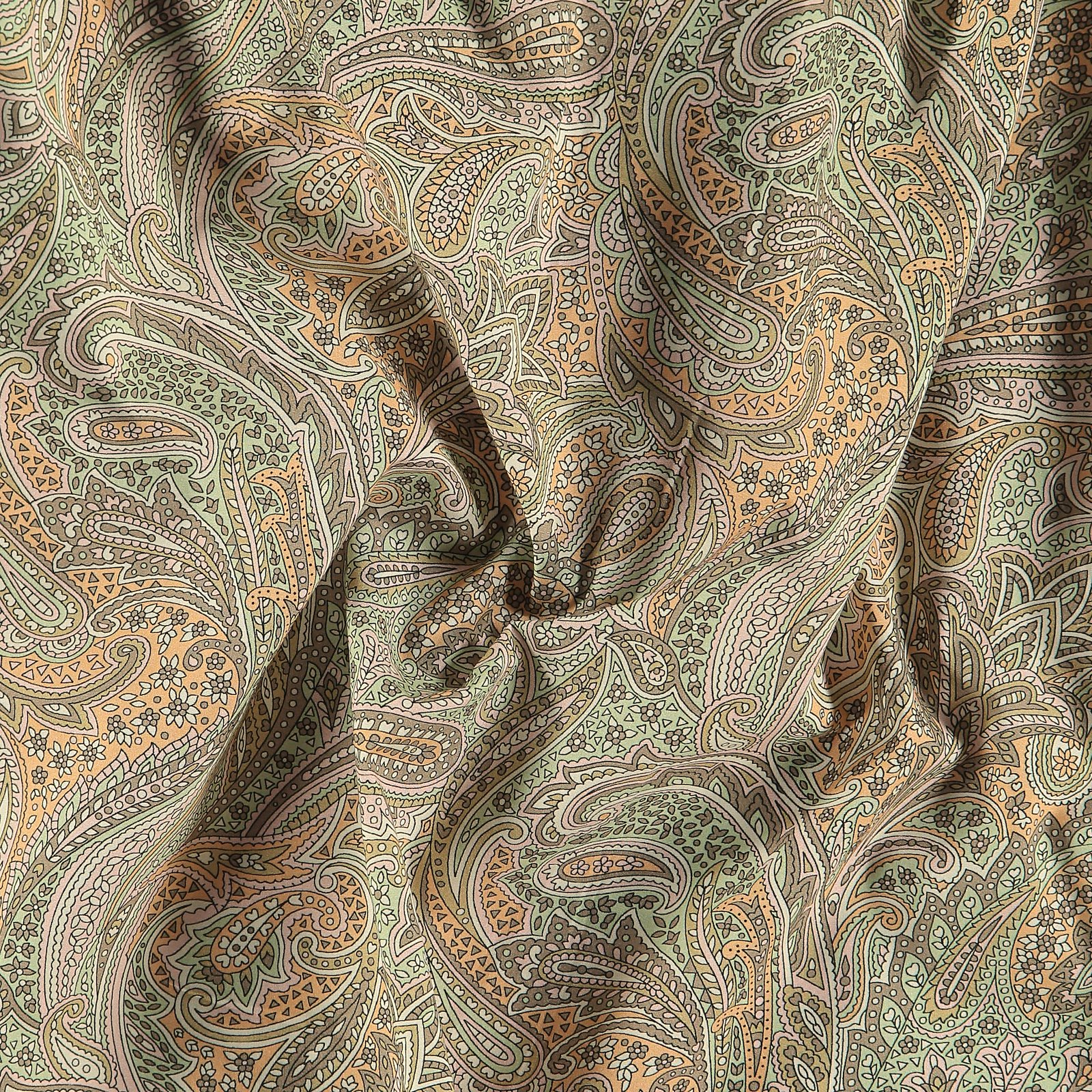 Cotton poplin sand with paisley print 540116_pack