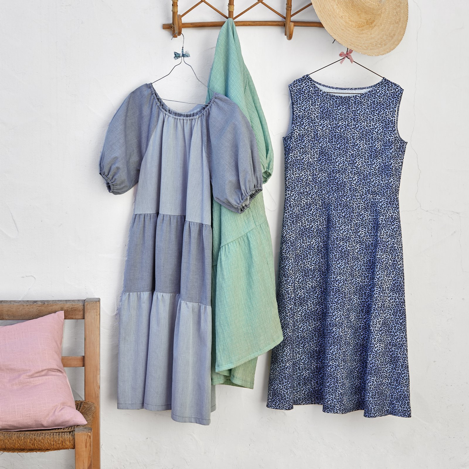 Dress with a full skirt, 46/18 p23168_852356_501860_560261_90000000_p23154_272689_bundle