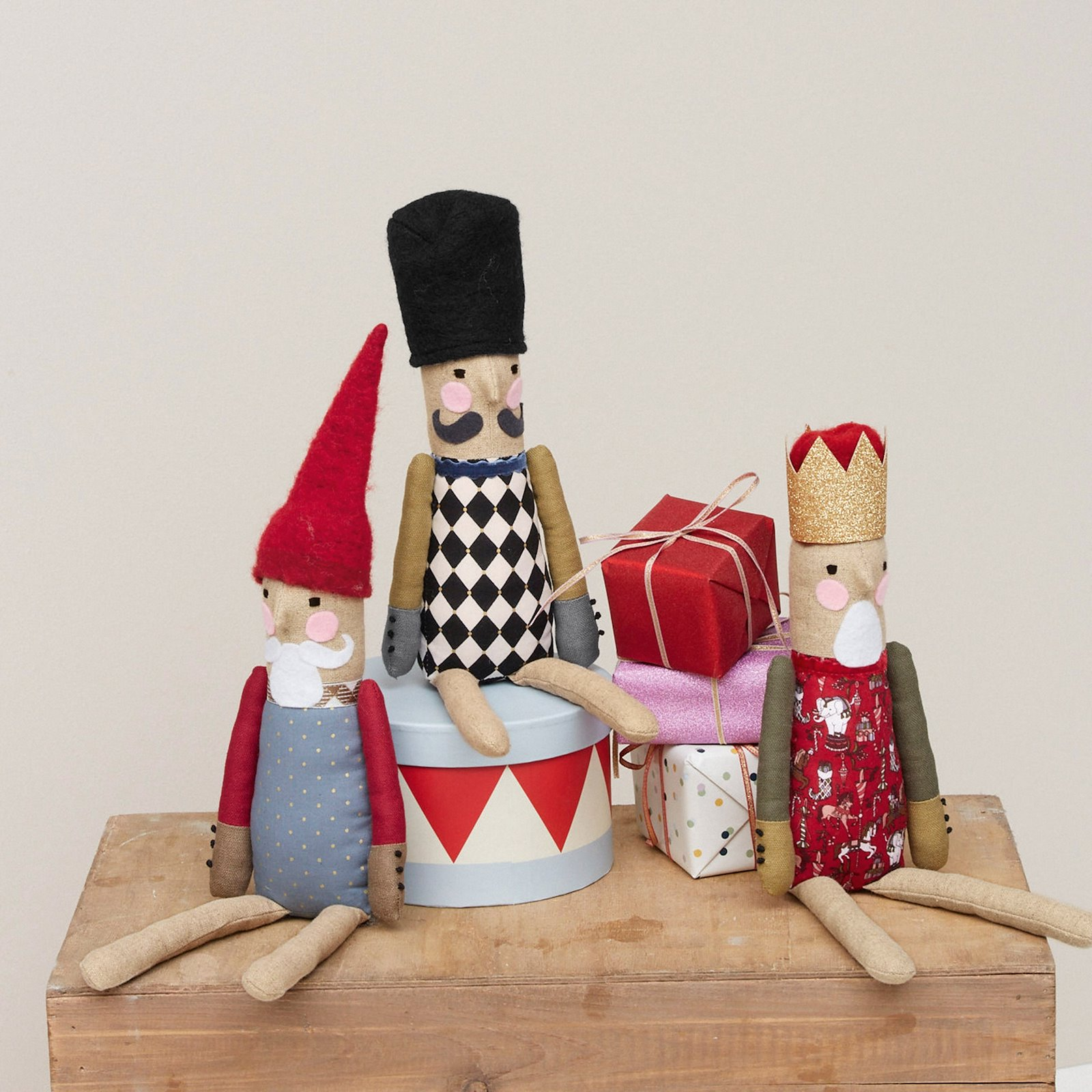Gnome and nutcracker p90345_bundle
