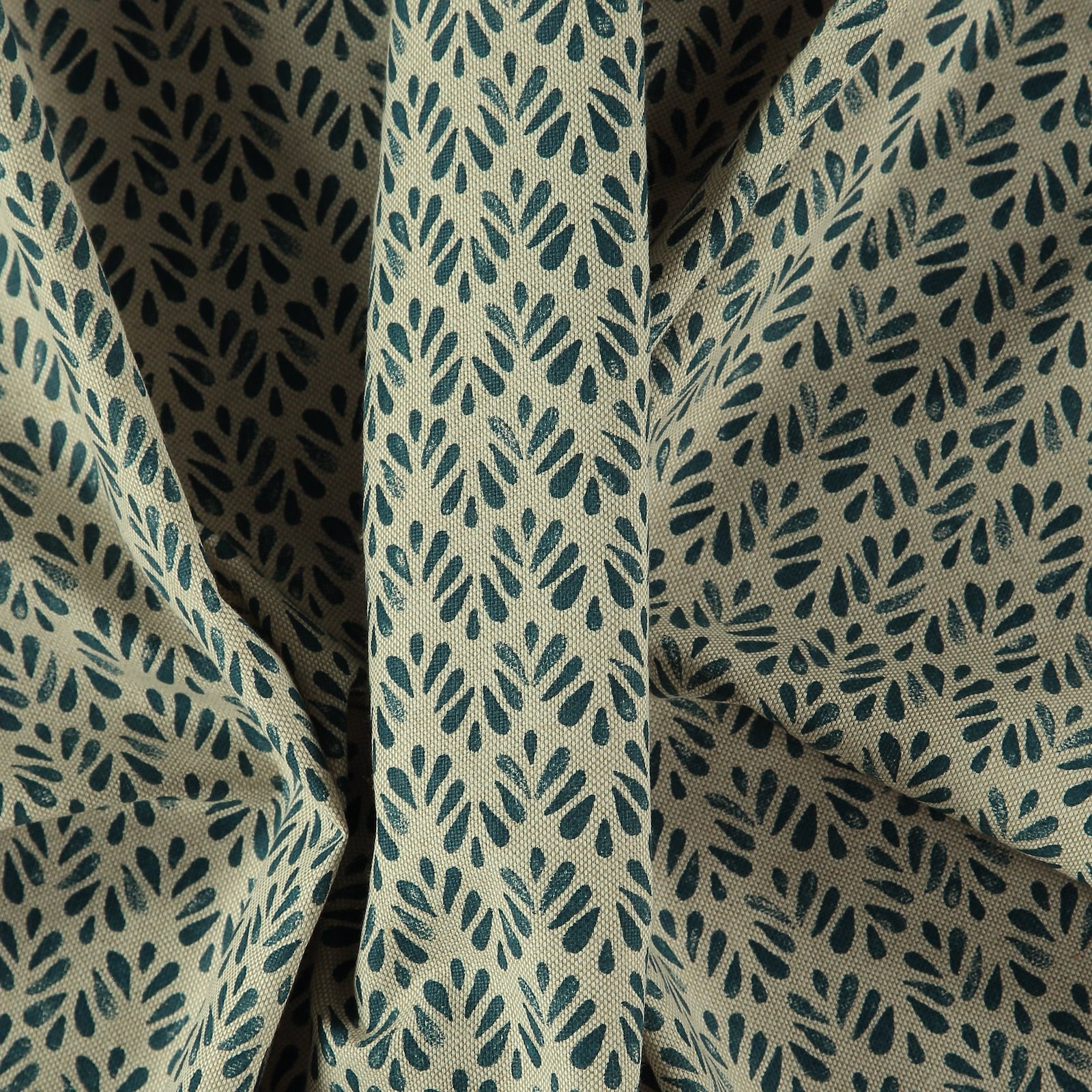 Linen look with petrol leaf print 760296_pack