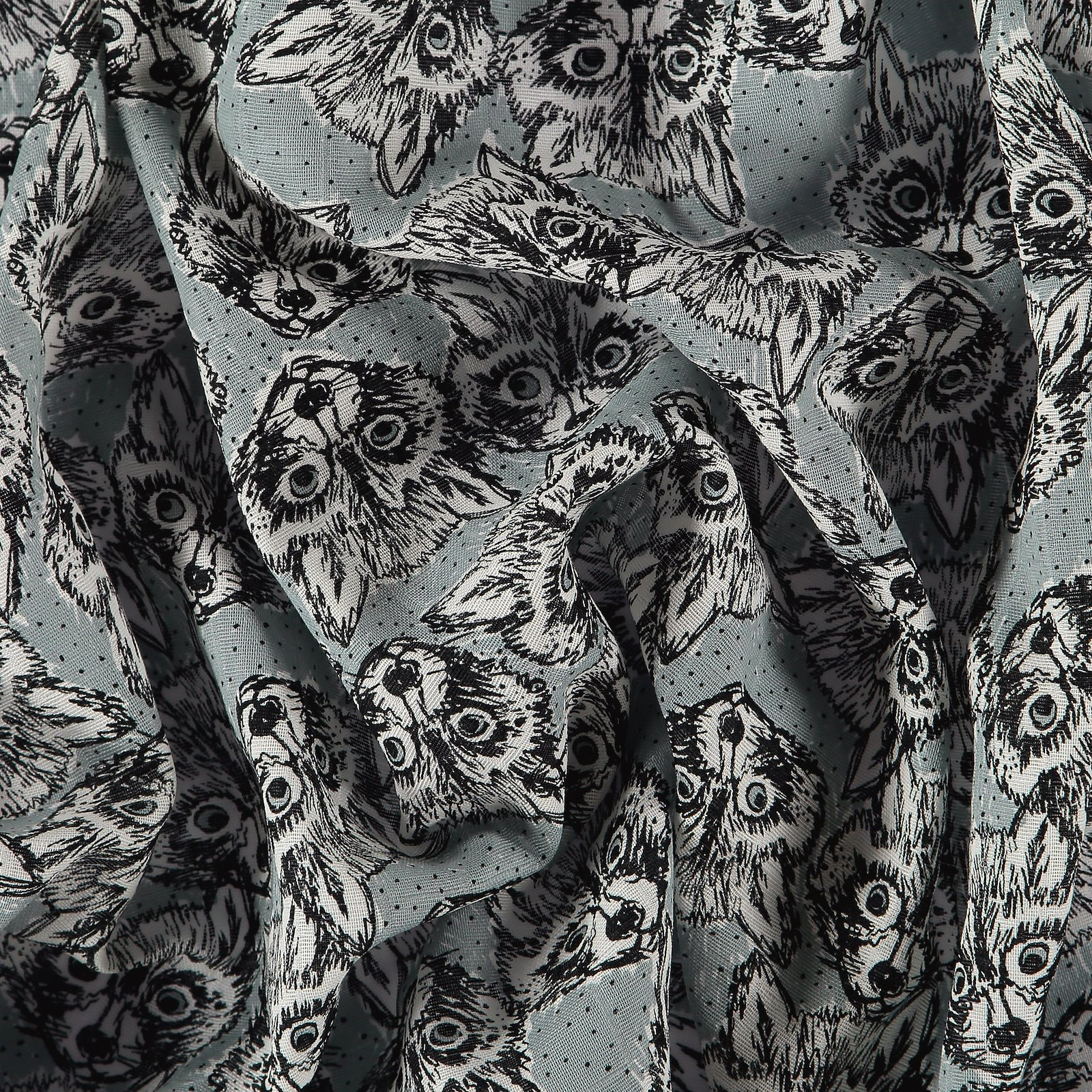 Muslin dusty blue with racoons 501787_pack