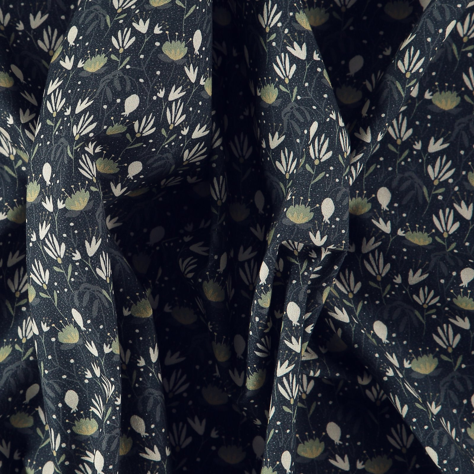 Woven cotton black w bohemian flowers 780397_pack