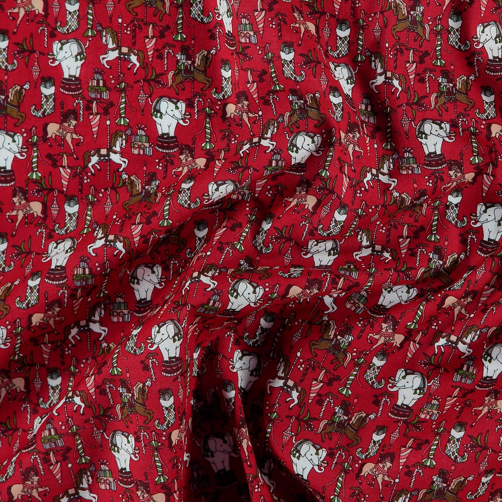 Woven cotton classic red christmas print 780548_pack