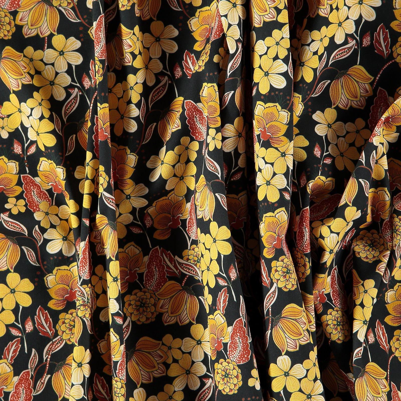Woven cotton satin black w.yellow flower 460853_pack