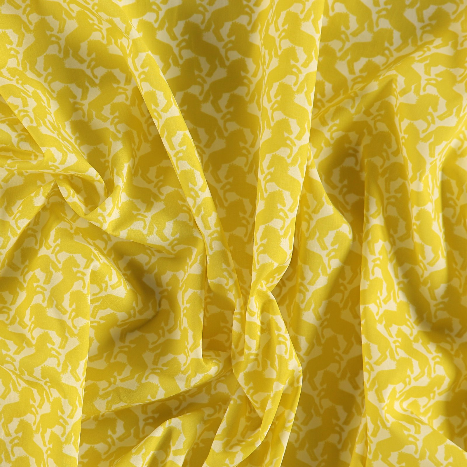 Woven light cotton w yellow horses 501829_pack