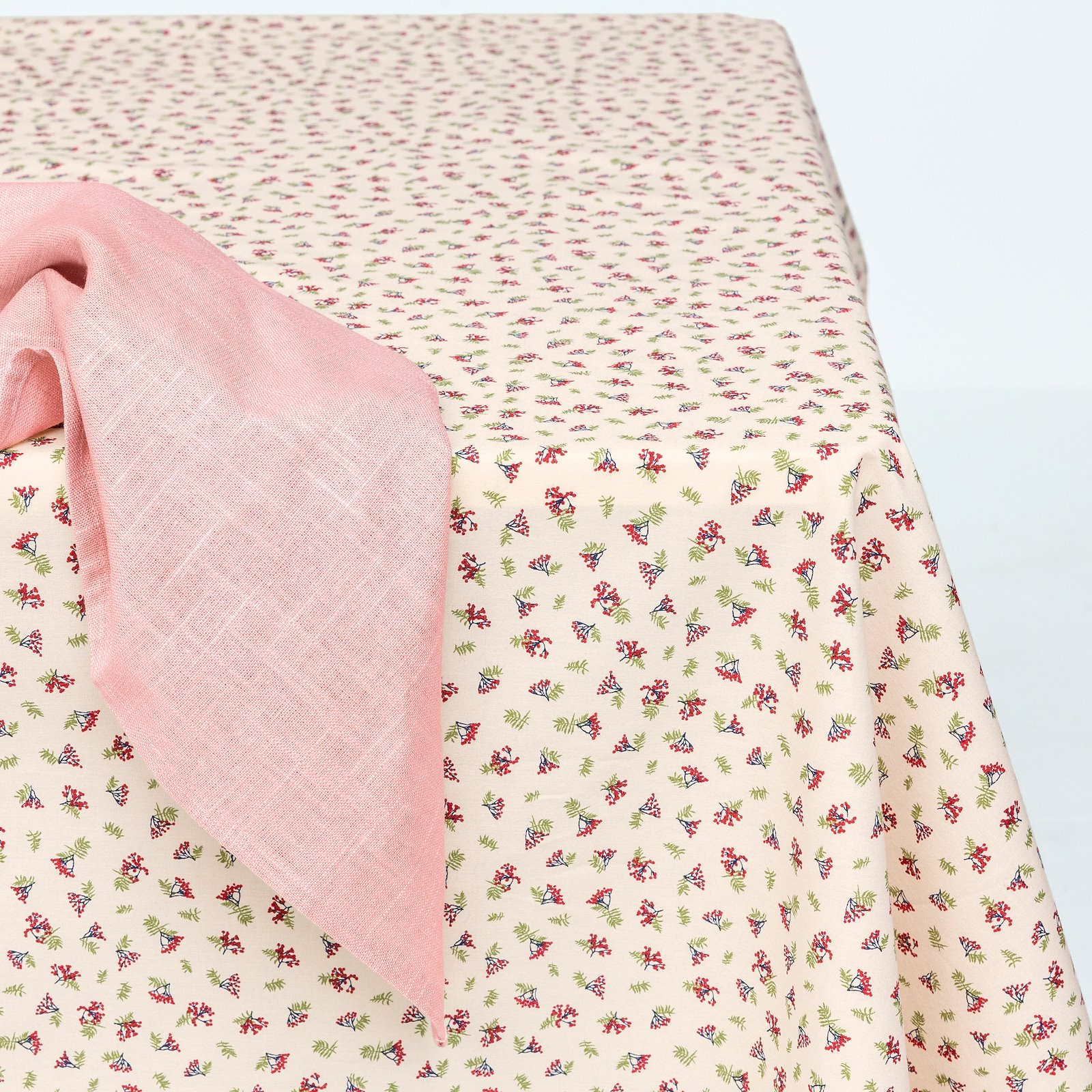 Woven oil cloth offwhite w red berries 866133_DIY8003_410140_bundle