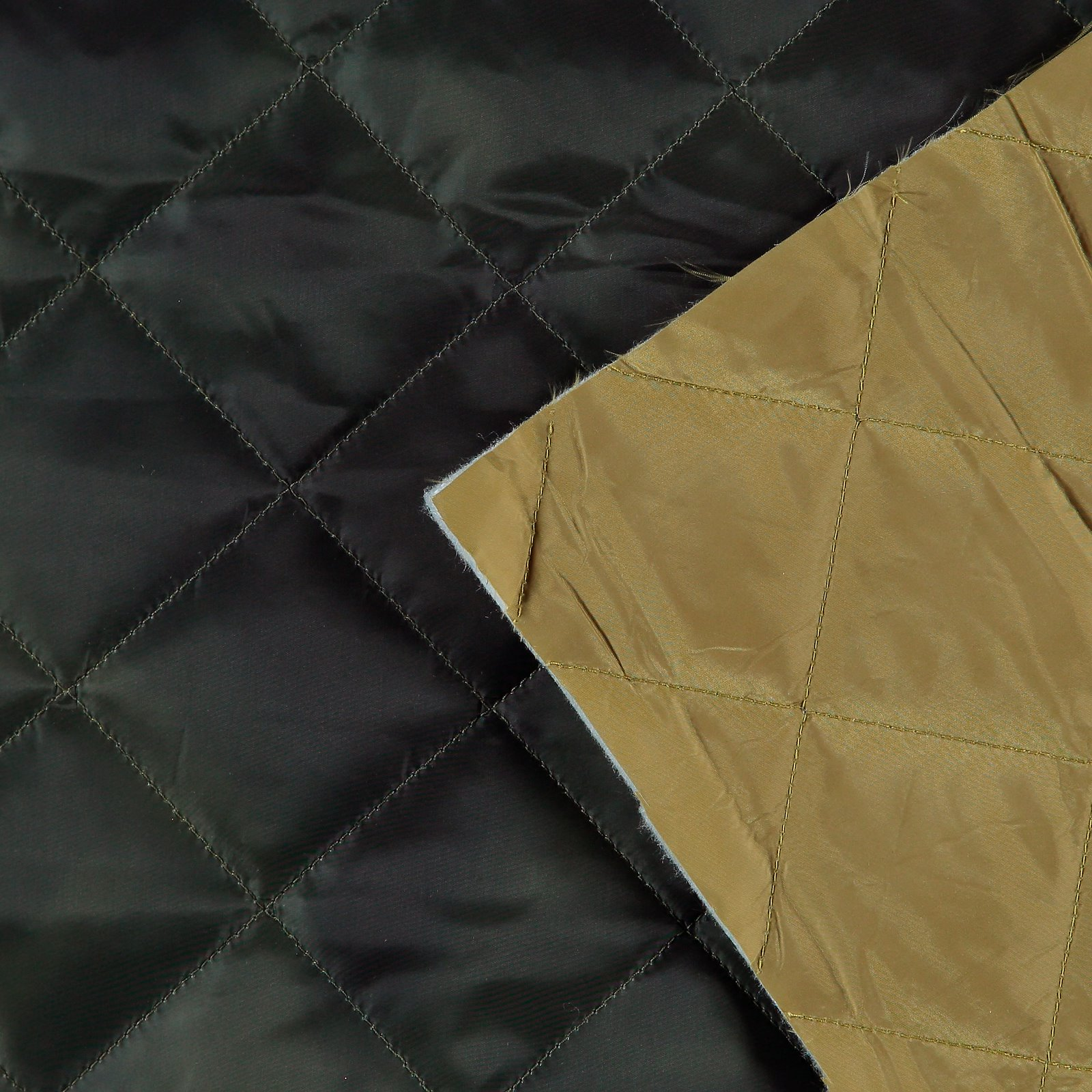 Woven quilt with army green batik print 920245_pack_b
