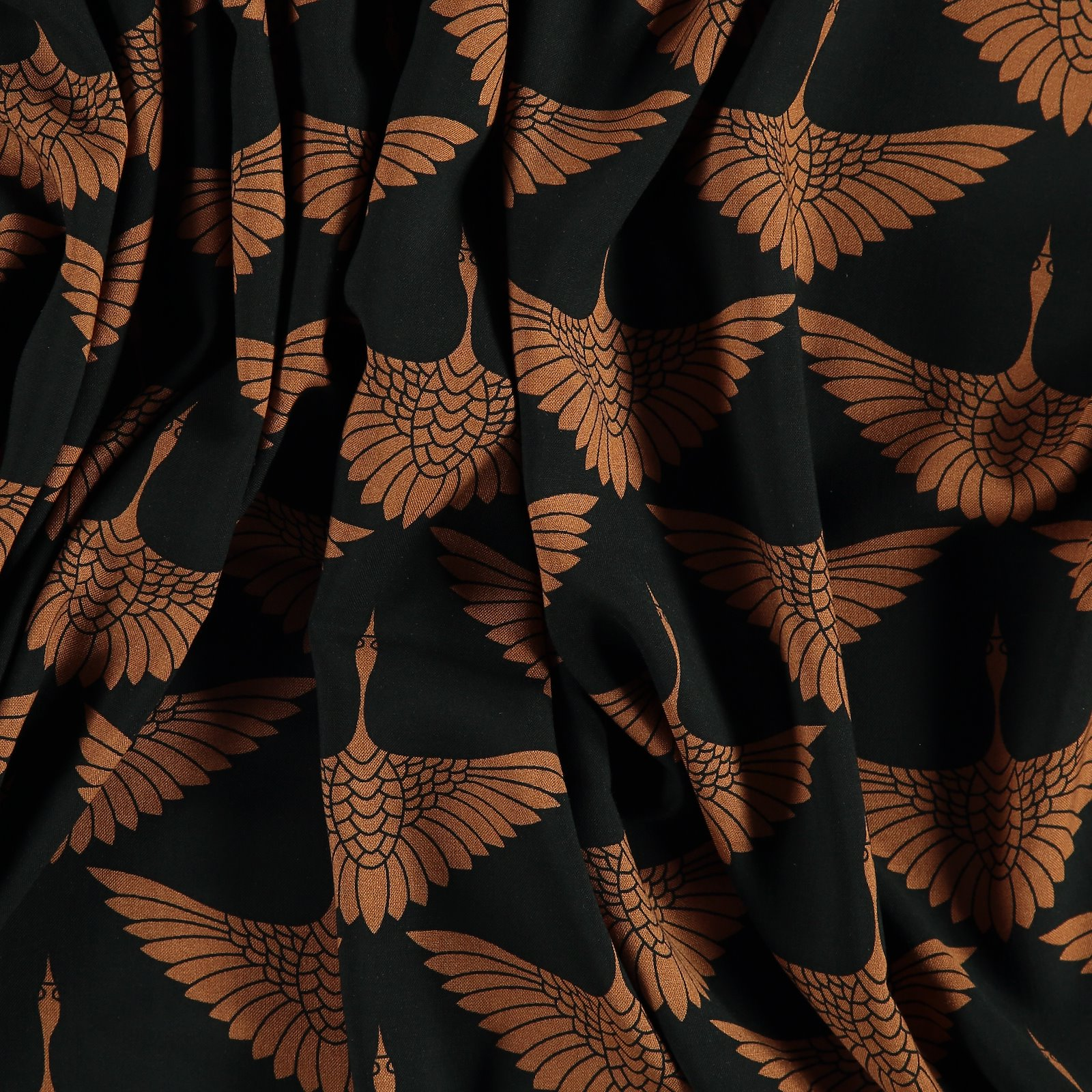 Woven viscose black with camel crane 710607_pack