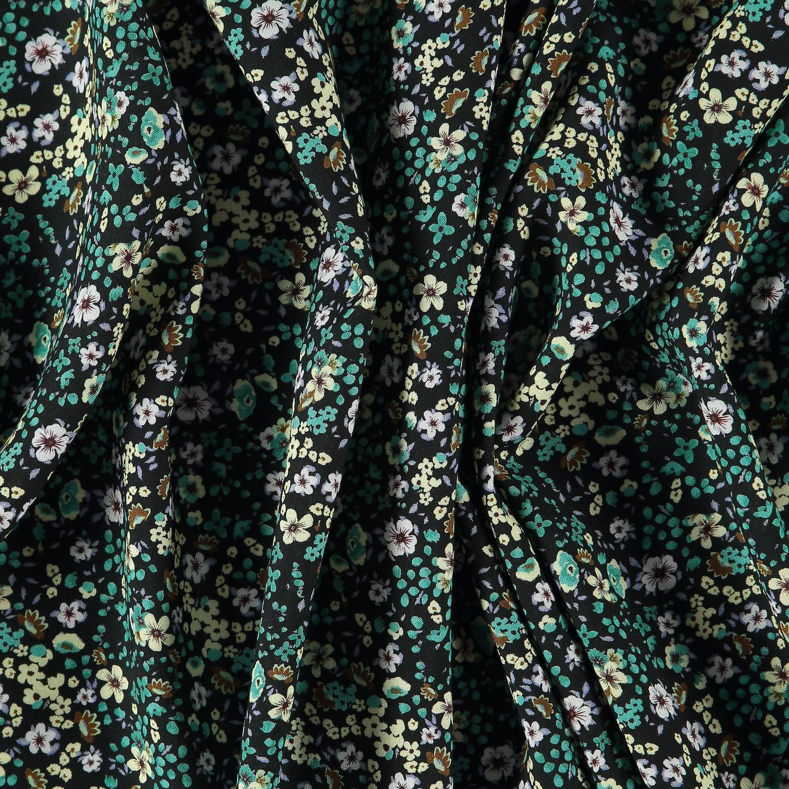 Woven viscose black with petite flowers 710603_pack