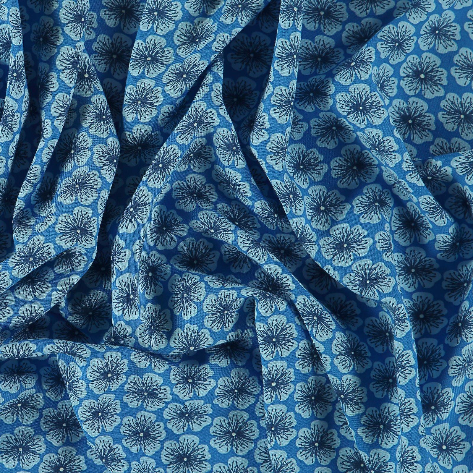 Woven viscose blue w flower 710619_pack