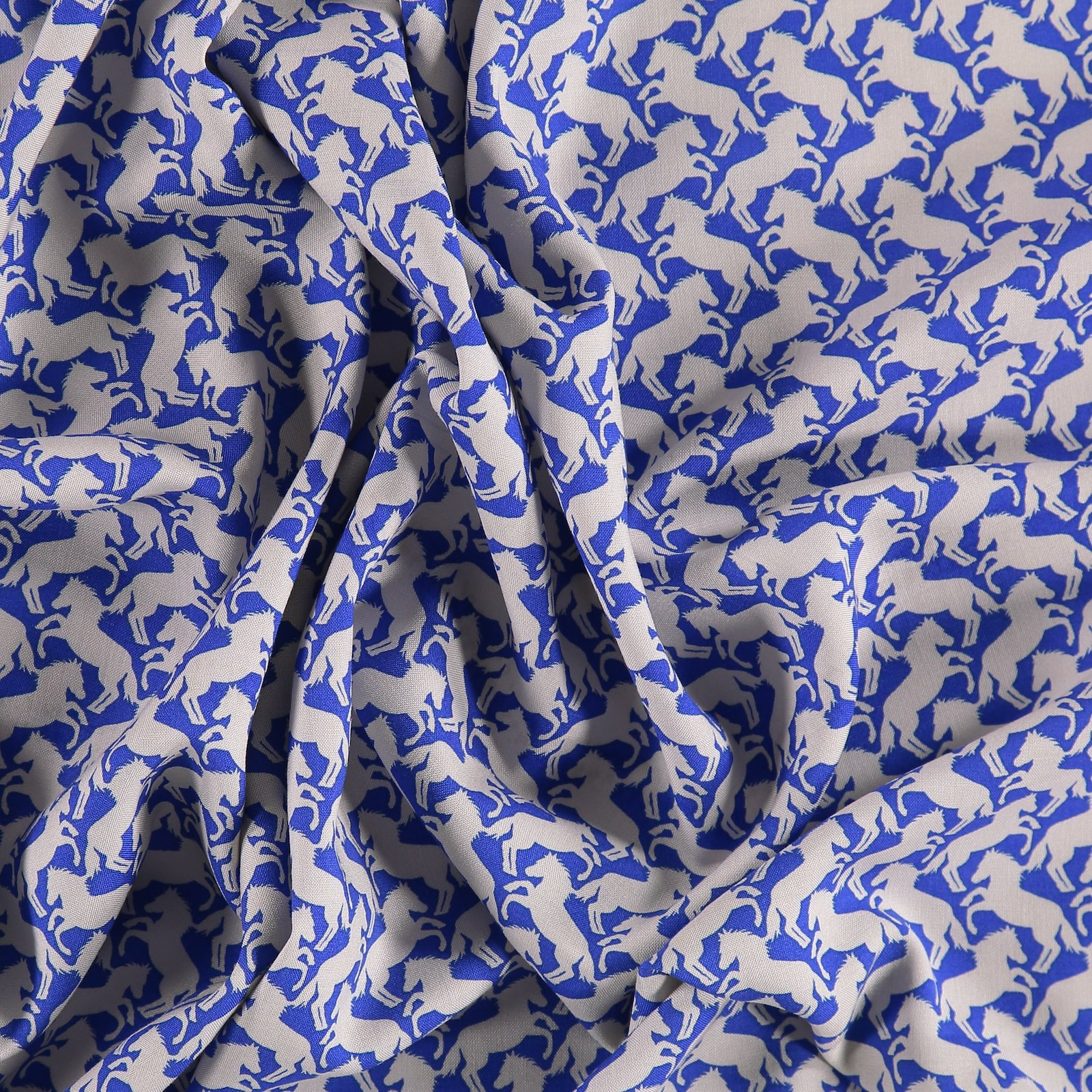 Woven viscose blue with horses 710024_pack