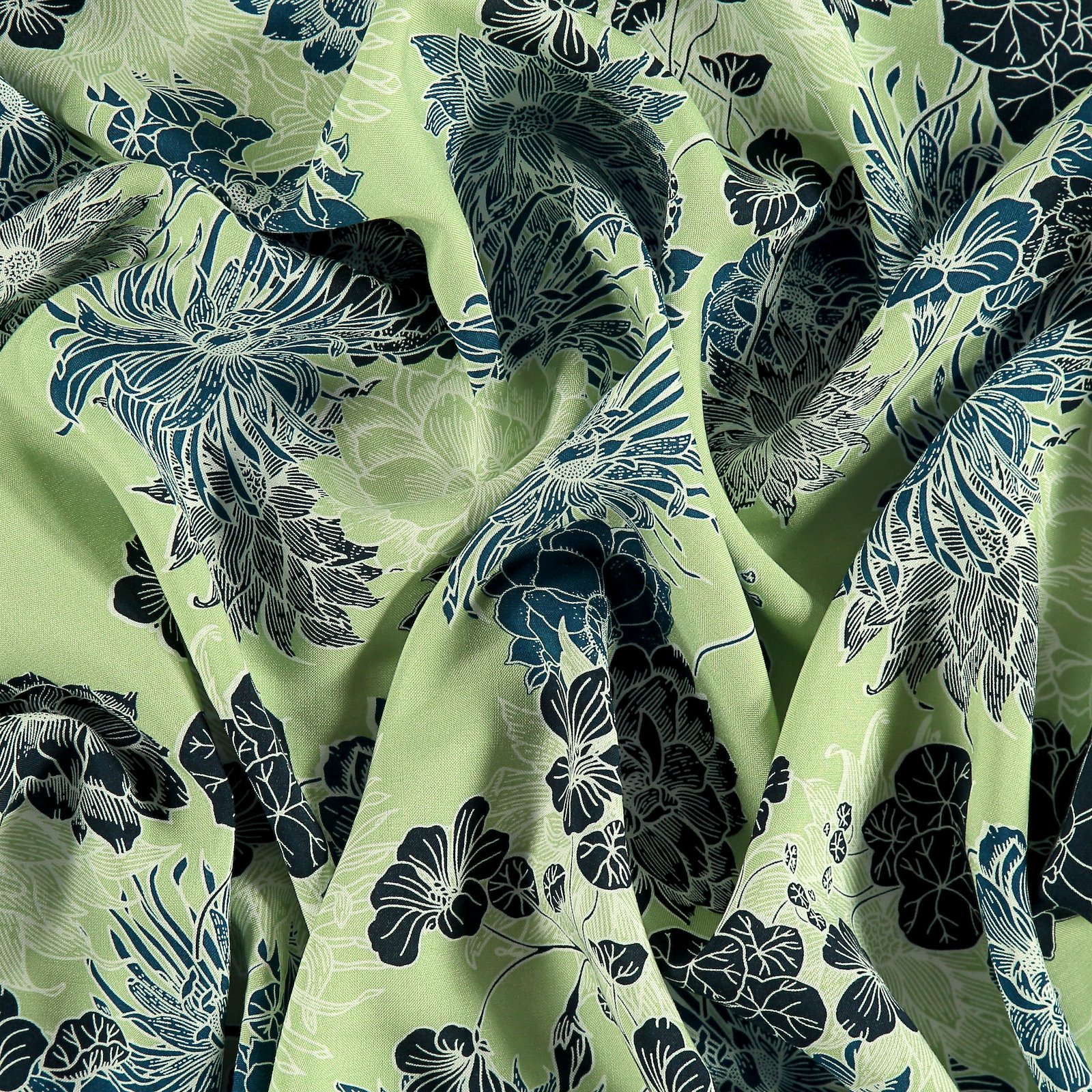 Woven viscose mint with big flowers 710628_pack
