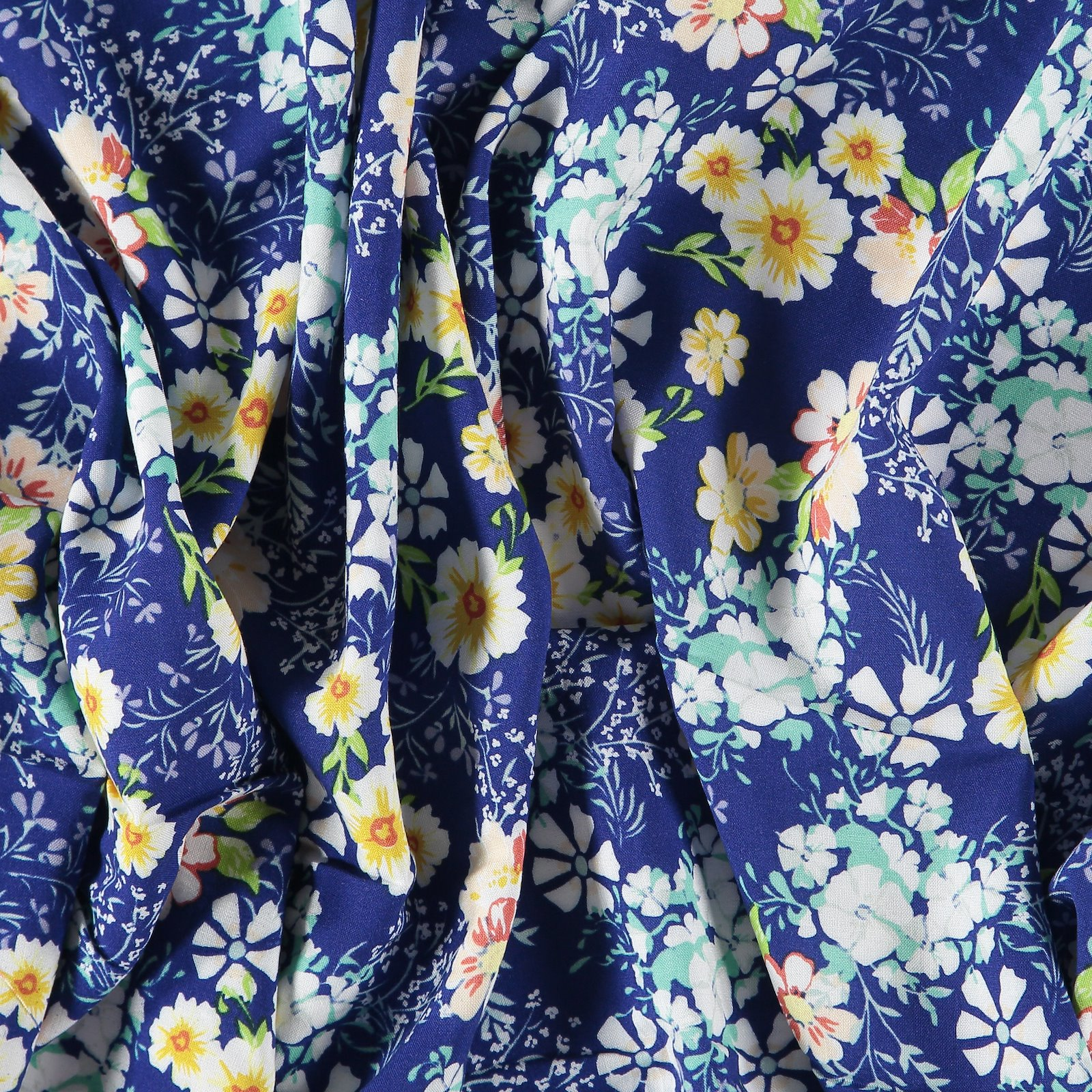 Woven viscose navy with flowers 710585_pack