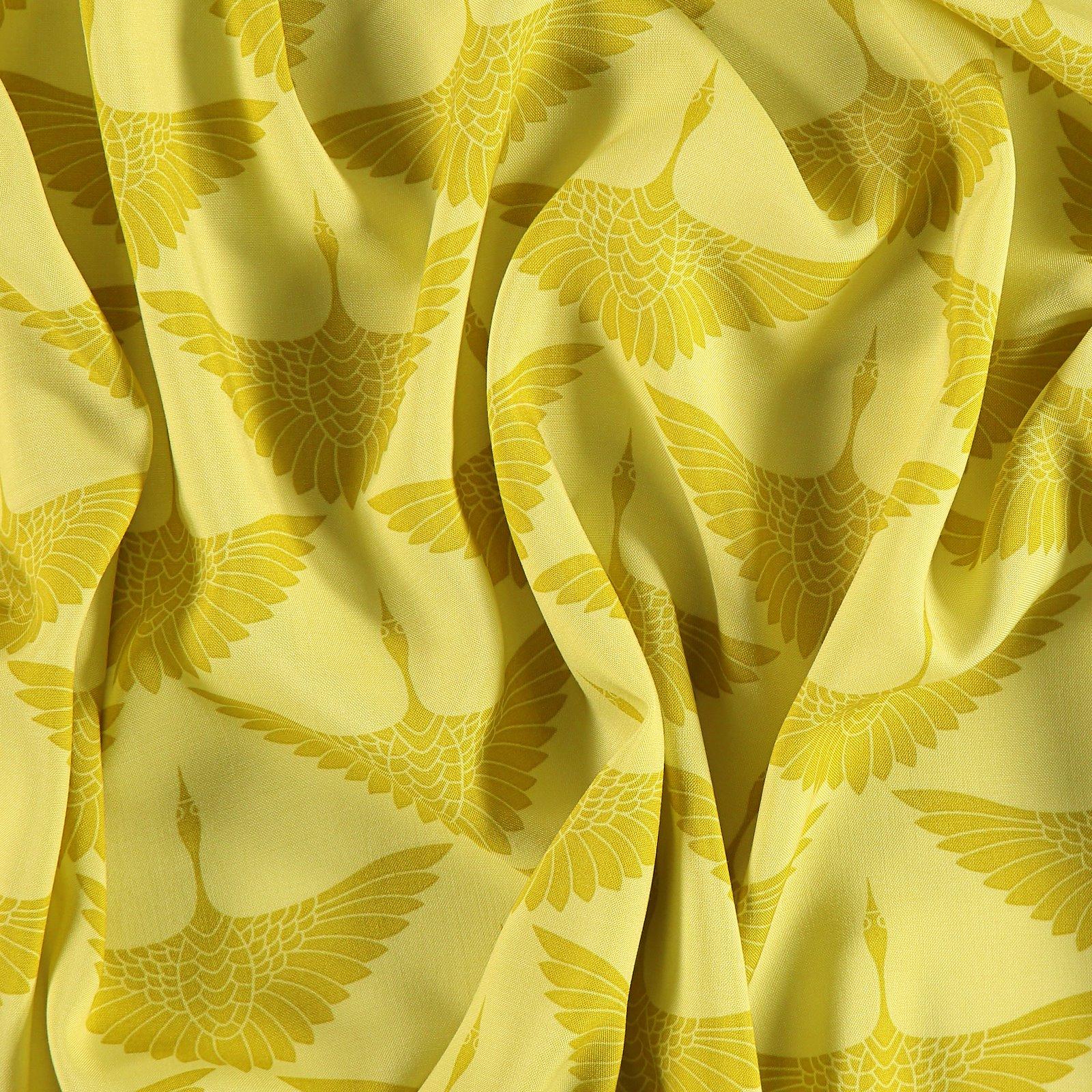 Woven viscose yellow w crane 710616_pack